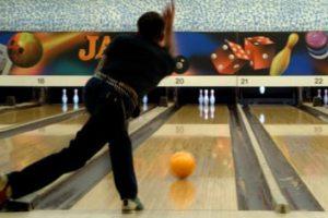 Tenpin bowling stretches
